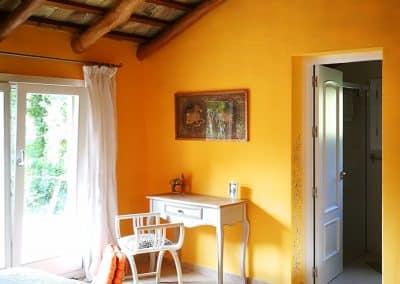 2-Blick-auf-die-Terrasse-und-ins-Bad