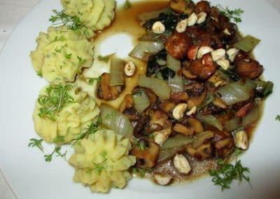 Mangold-mit-Pilzen-und-Nüssen